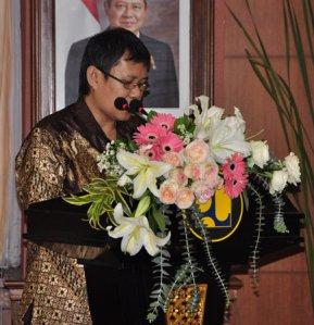 Memberi sambutan saat peluncuran buku di gedung Kementerian Pekerjaan Umum RI