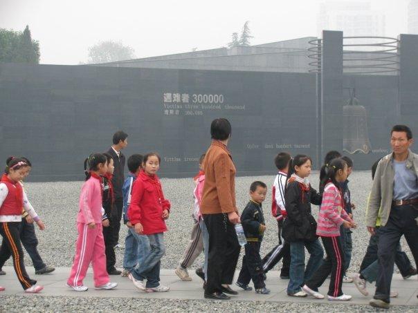 Sejak usia dini, anak-anak di Tiongkok diberi informasi tentang kekejaman tentara Jepang dalam Nanjing Massacre. FOTO: KOMPAS/ROBERT ADHI KSP