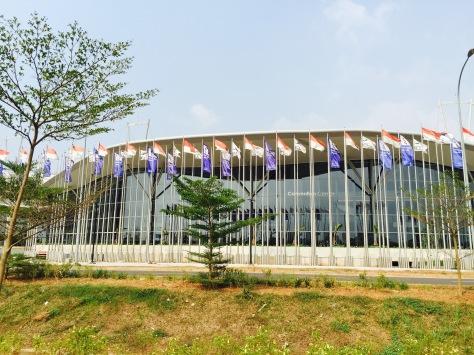 Indonesia Convention Exhibition (ICE) yang dibangun di lahan 22 hektar di BSD City, Tangerang, Banten, merupakan gedung MICE terbesar di Asia Tenggara. FOTO: KOMPAS/ROBERT ADHI KSP