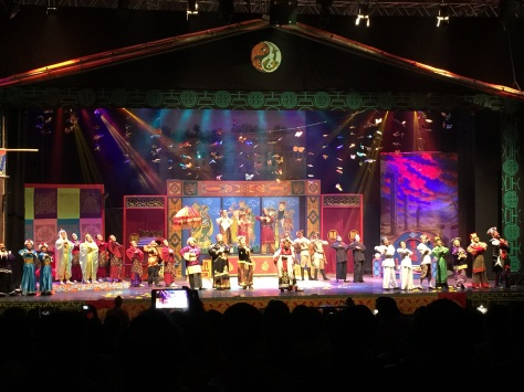 Para pemain Teater Koma memainkan lakon