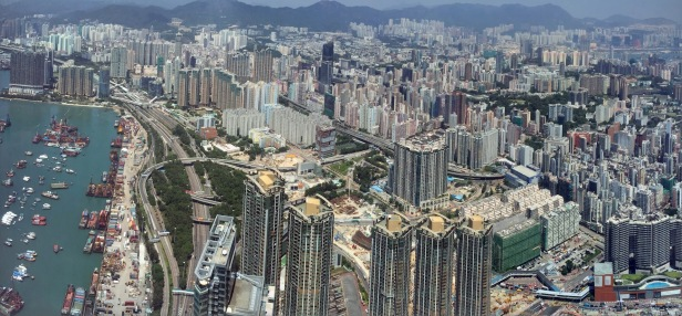 Hongkong dari lantai 102 Hotel The Ritz-Carlton Hongkong. Foto diambil pada pertengahan September 2015.