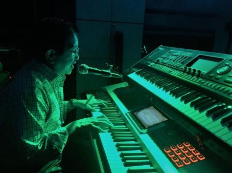 Tony Wenas di studio musik di rumahnya - foto KSP